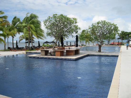 Hilton Fiji Beach Resort Spa Pool Area 4 Loyaltylobby