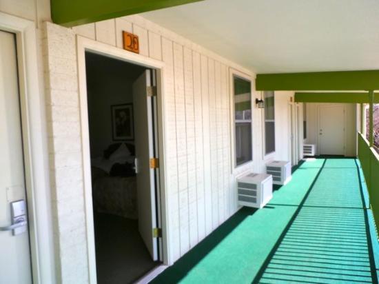 Cedar Motel: hallway