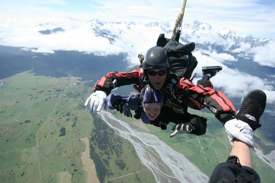 Skydive Fox Glacier : Messing round with Tandem Master, packer, cameraman and owner Mark