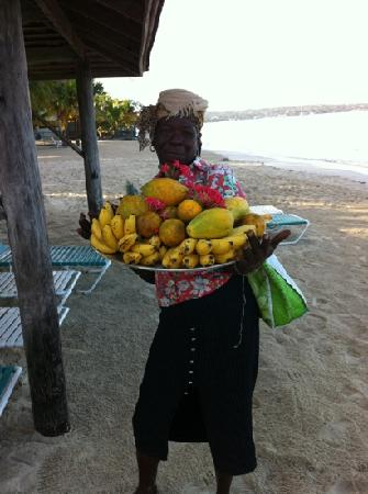 Fabian Tours : Mamma selling Babe her morning fruit, love the sugar bananas!