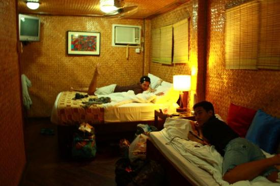 Puerto Pension Inn: Our room