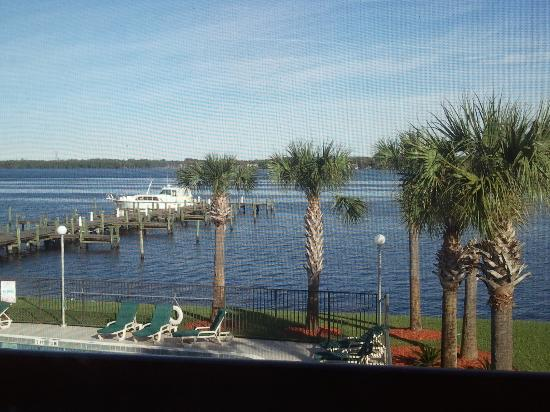Quality Inn & Suites Riverfront: Room view looking out
