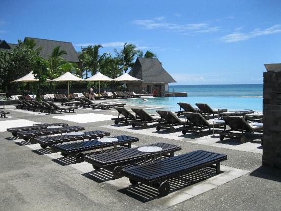 intercontinental fiji pool sun chairs around. Black Bedroom Furniture Sets. Home Design Ideas