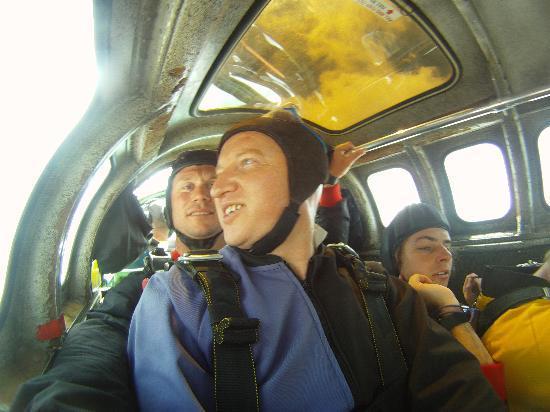 Skydive Fox Glacier : Inside, I'm bricking myself