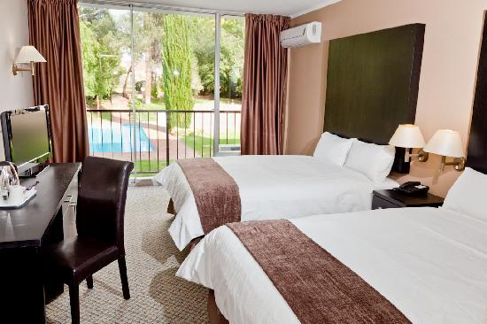 Oudtshoorn Inn Hotel and Conferencing Centre: Most rooms with pool / garden view