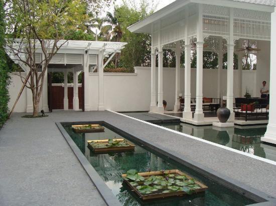 137 Pillars House: Front reception