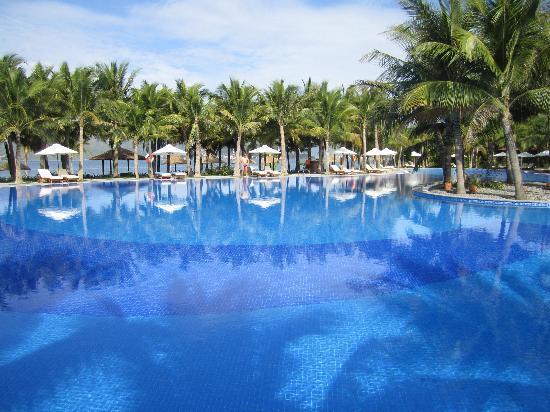 Vinpearl Luxury Nha Trang: бассейн