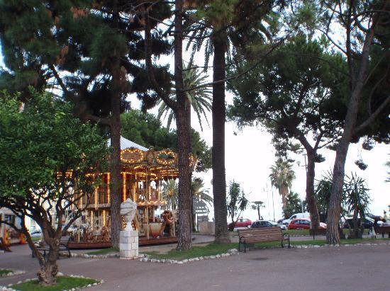 Le Jardin Albert 1er: メリーゴーランド