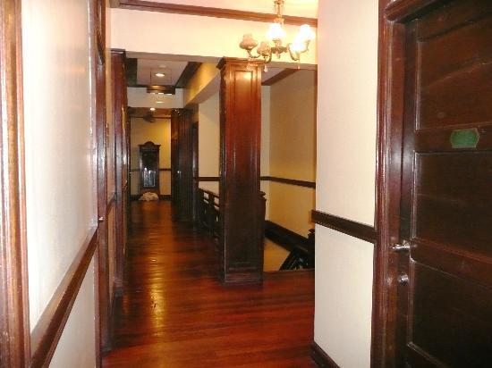 Malate Pensionne: il corridoio su cui si affaccia il dormitorio