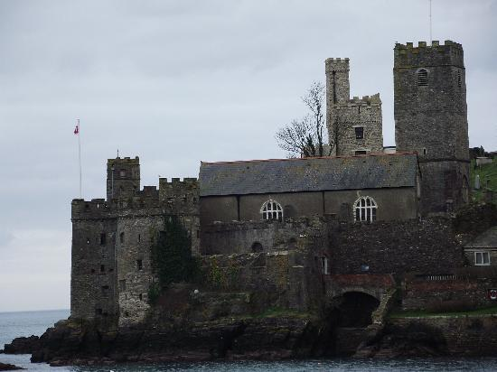 Dartmouth Golf and Country Club: The Dartmouth Castle from the Dart river cruise.