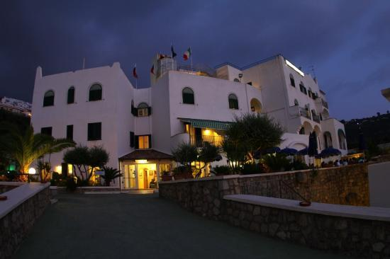 Hotel Punta Imperatore: ingresso albergo