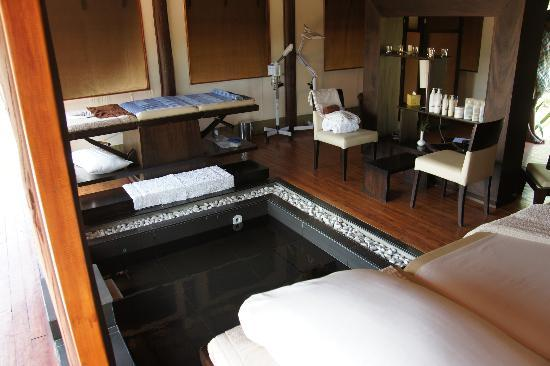Ngerende Island Lodge: vue du spa