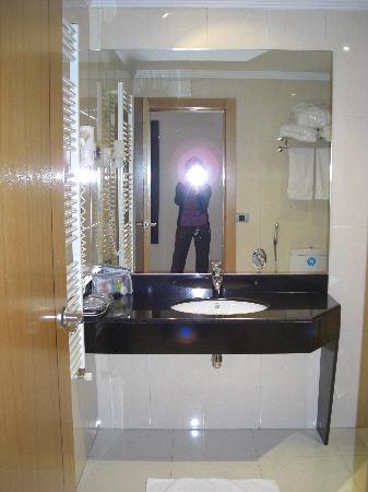 suite tantra con espejo en el techo: fotografía de zouk motel