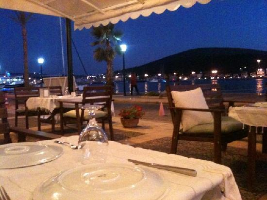 Giritli Restaurant: Night view