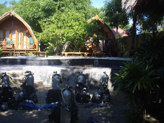 Manta dive gili air ready for instruction in the pool - Manta dive gili air resort ...