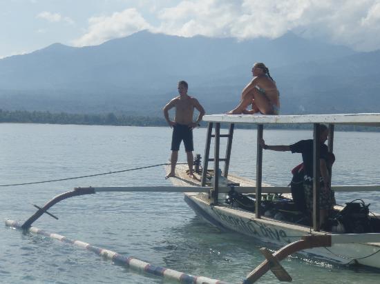 Nite dive with manta dive gili air rhys tissot and chris - Manta dive gili air ...
