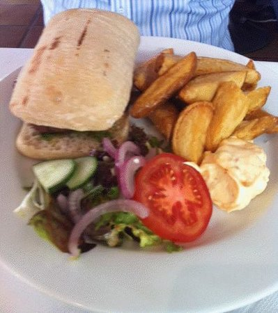 Wookey Hole Inn: Lunch - The Wook Burger with manchego cheese, parmy ham & real chips!
