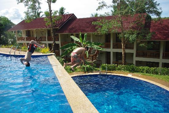 Asia Grand View Hotel : Boys loving the pool!
