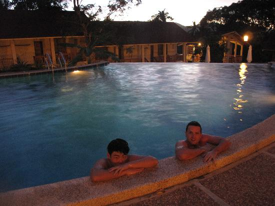 Asia Grand View Hotel : Another evening swim