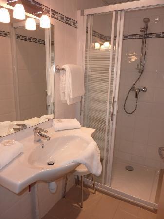Hotel de la Vallee: salle de bain