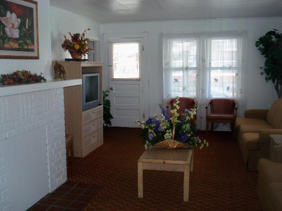 Nock Apartments: Living room 3 bedroom
