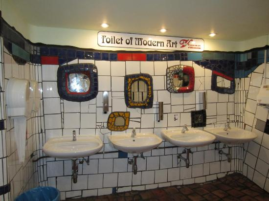 ffentliche toilette von innen hundertwasser picture of hundertwasserhaus vienna tripadvisor. Black Bedroom Furniture Sets. Home Design Ideas