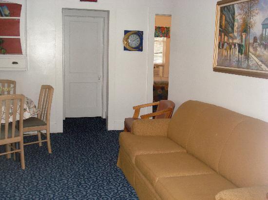 Nock Apartments: Living room standard 2 bedroom