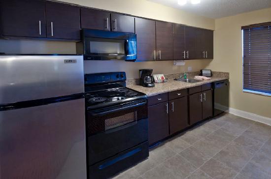 TownePlace Suites Pensacola : Suite Kitchen