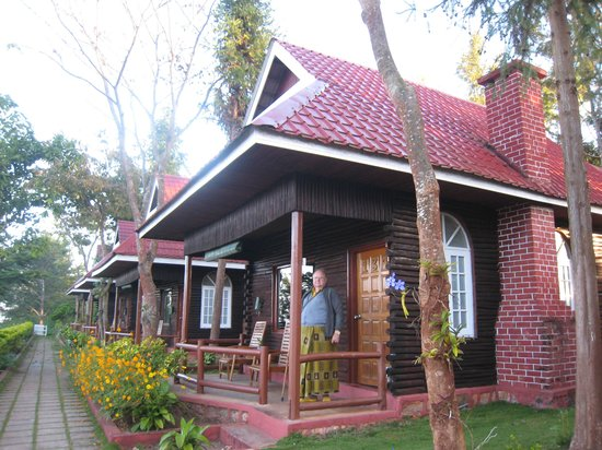 Hill Top Villa Resort Kalaw: A standard villa at the hotel with small verandah with chairs in the front