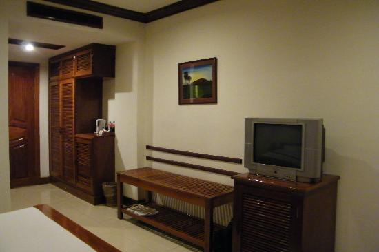 โรงแรมรอยัล คราวน์: l'autre côté de la chambre