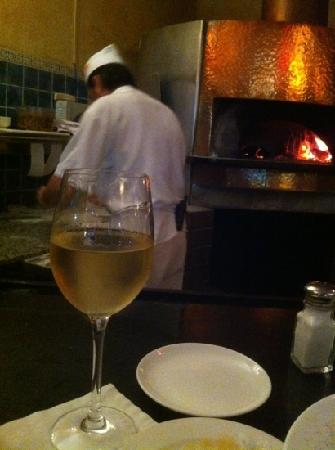 Mediterraneo Restaurant: Bruno making pizzas in the wood fire oven.  he is a Master!!