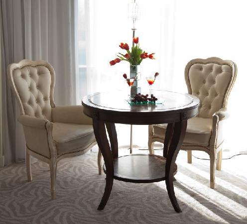 Harlequin Hotel Castlebar: Furniture