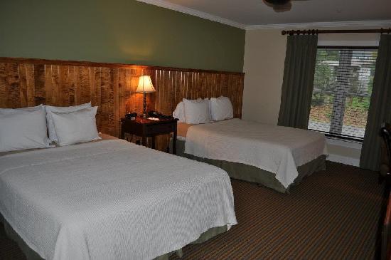 Hancock House Hotel : Double Queen Room