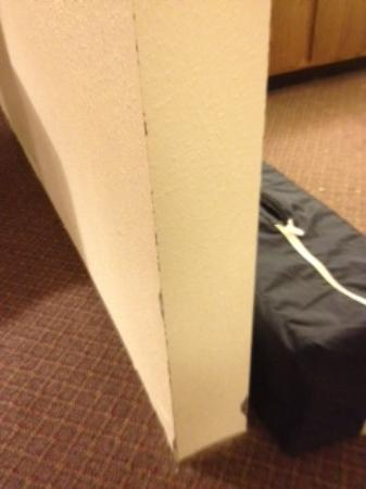 Superior Inn: More chipped paint