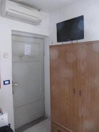 Hotel Rex: tv & armadio se balla uno balla l'altro