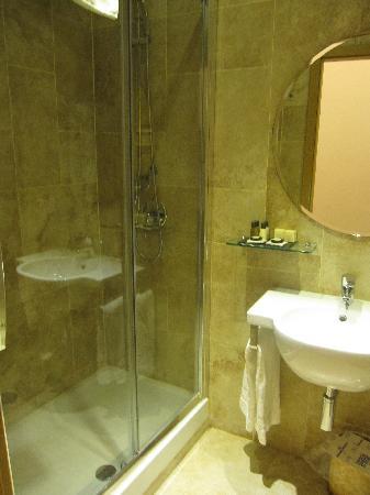 Hotel Le Clarisse al Pantheon: salle de bain