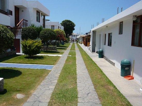 Hotel Bracamonte: Looking towards the entrance