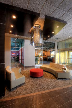 Ramada Saskatoon : Newly renovated lobby
