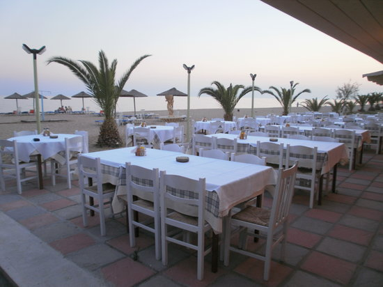 Nea Moudania, Yunanistan: καλοκαιρινός χώρος με θέα την πανέμορφη θάλασσα