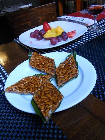 Enoteca de Belem : pine nut toffee served on an orange leaf