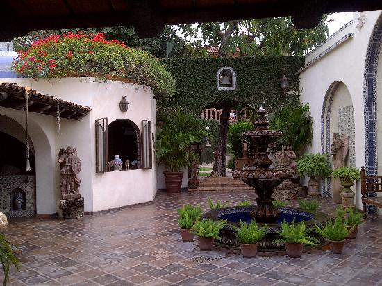 Hacienda San Angel : The extensive courtyard