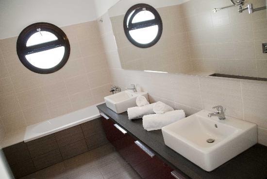 Pefkos Hillside Villas : Bathroom