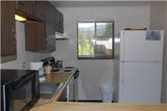 Destinations West at Beaver Village Condominiums: Basic Kitchen