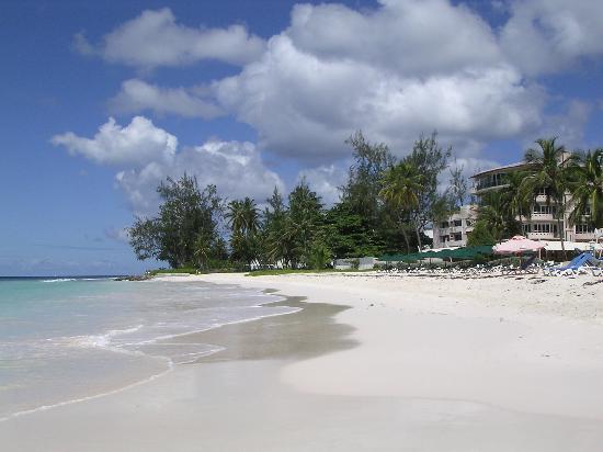De Rock Beach Bar: Accra Beach on a sunny day
