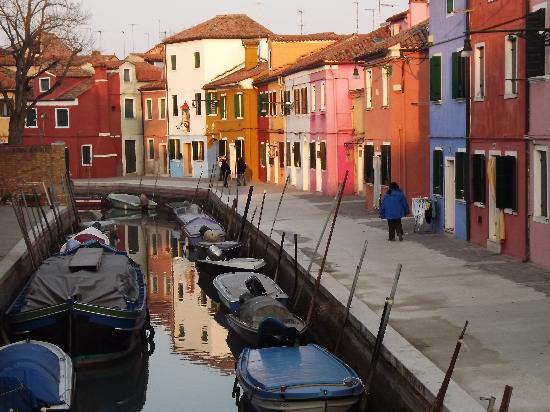 Laguna di Venezia: Murano, famous for its brightly painted houses.