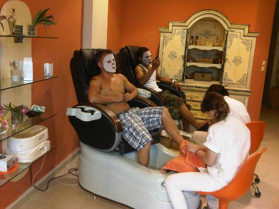 Spa pedicure facial ice mask at little luxury day spa for A little luxury beauty salon