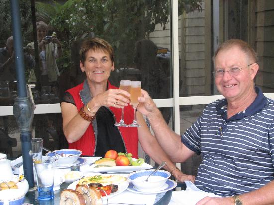 Ambleside Bed & Breakfast: Guests celebrating their wedding anniversary!