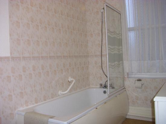 bath/shower - Picture of Trecarn Hotel, Torquay - TripAdvisor