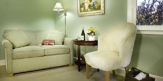 Chanticleer Inn B&B: Jardin, the garden room