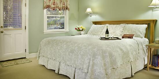 Chanticleer Inn B&B: Jardin, the garden room